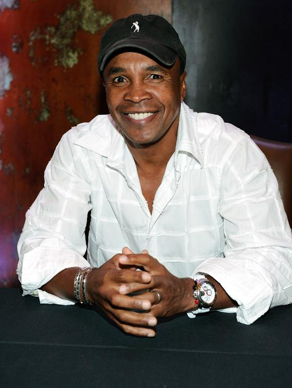 Sugar Ray Leonard is all smiles at his autobiography signing at Caesars Palace