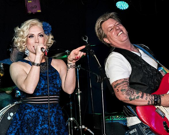 The Swansons, an Alternative Country Rock-Pop Husband-Wife Duo, Release New Music Video 'Move Forward' and to Receive Hollywood FAME Award for 'Outstanding Country Duo' at Hard Rock Live on the Las Vegas Strip