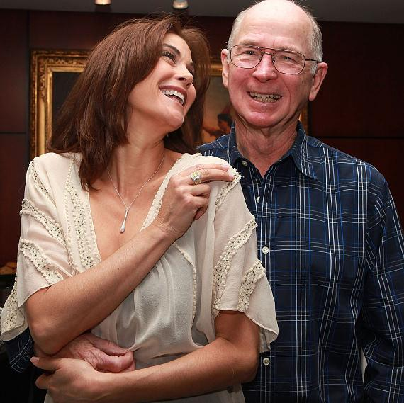 Teri Hatcher and father enjoy a night of Shopping for the Lakers Youth Foundation