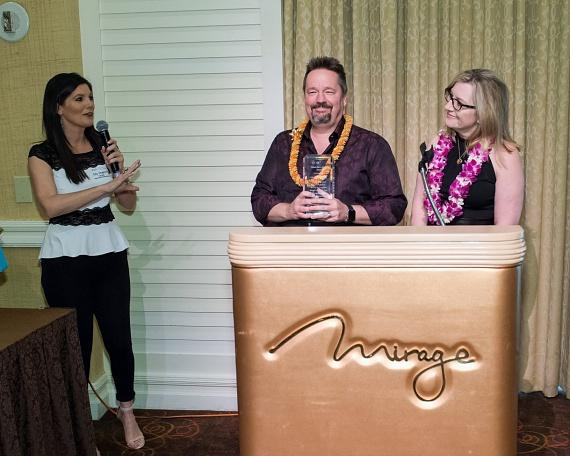 Amy Daugherty, Vice President of the Arthritis Foundation, Pacific Southwest Region presents Terry Fator with an award for giving back to the foundation