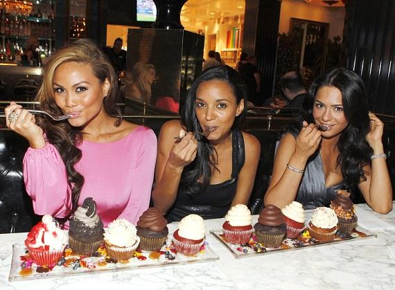"The mermaids from ""Pirates of the Caribbean: On Stranger Tides"" indulging in Sugar Factory cupcakes"