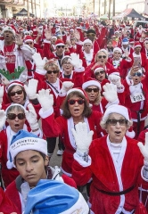 "Thousands of Santas Take over Downtown Las Vegas for 13th Annual ""Las Vegas Great Santa Run"""
