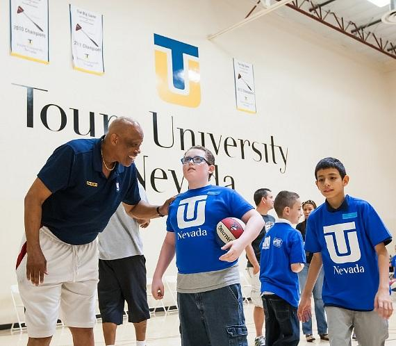 Keith Starr teaches kids at Touro Basketball Clinic