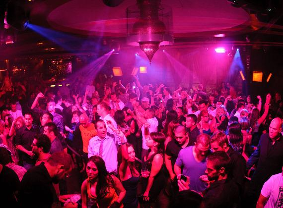 Newsbytes: Ronnie Mund at LAVO, Zena Foster at TAO Friday