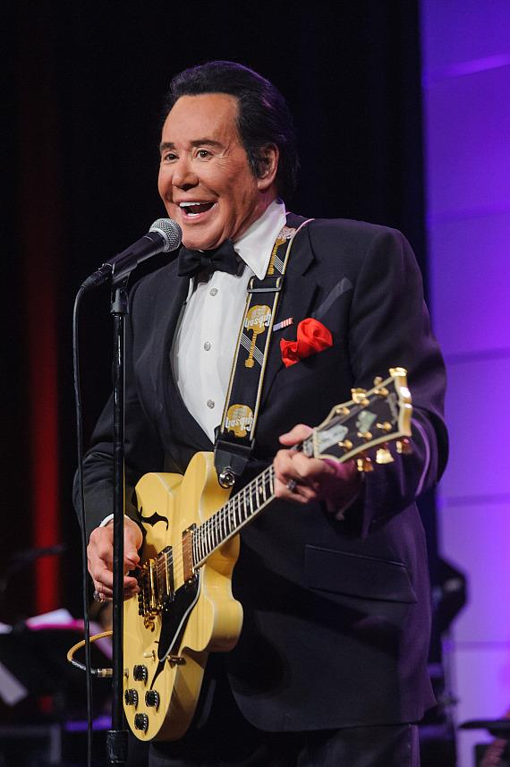 "Wayne Newton at ""Salute to Vegas Heroes"" Dinner at Caesars Palace"