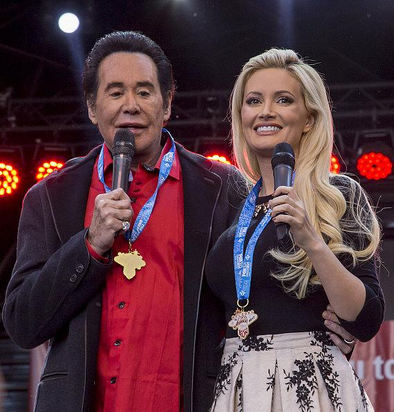 Wayne Newton and Holly Madison greet Great Santa Run