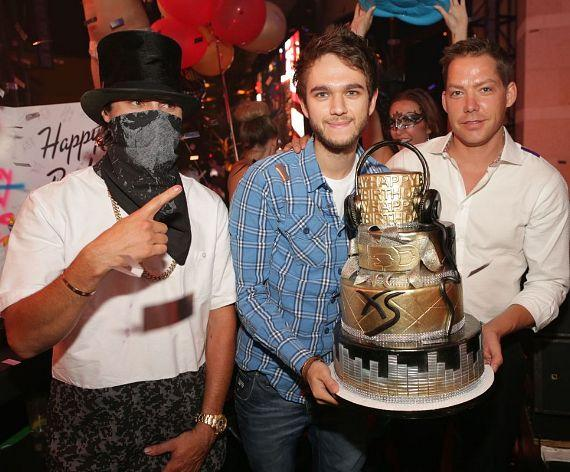 XS Las Vegas artist Alec Monopoly with Zedd and Managing Partner Jesse Waits