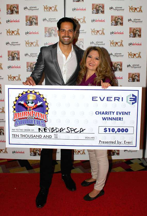 Amber and Ricardo Laguna with Tournament Check that Ricardo won playing in the Celebrity Slot Tournament at G2E. He was playing for NSPCA and came in 1st!