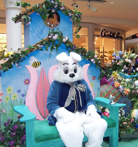 Hop Over to Galleria at Sunset for Egg-celent Easter Fun