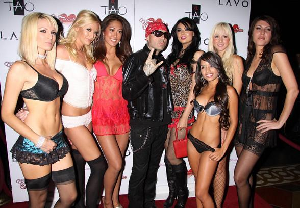 Evan Seinfeld, Tera Patrick and Lingerie Girls at TAO
