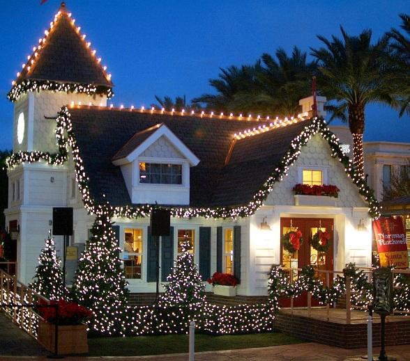 Town Square to Feature Holiday Activities Including Santa's Arrival, Snowfall and Concerts