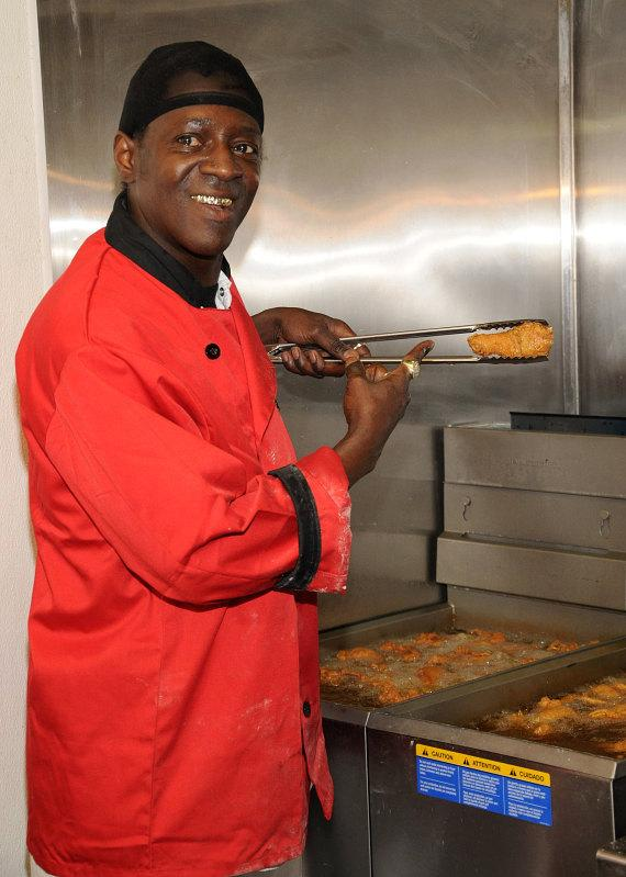 Flavor Flav cooks fried chicken