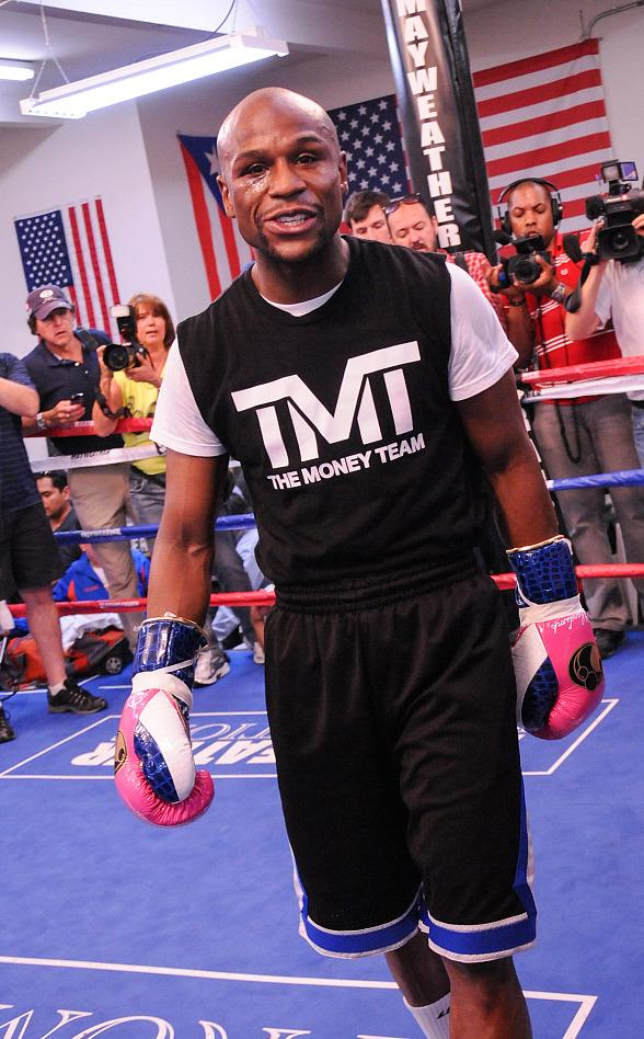 "Floyd ""Money"" Mayweather Holds Las Vegas Media Workout"