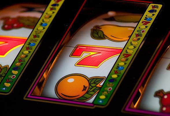 Top 5 Differences Between Gambling Online or in Vegas  What