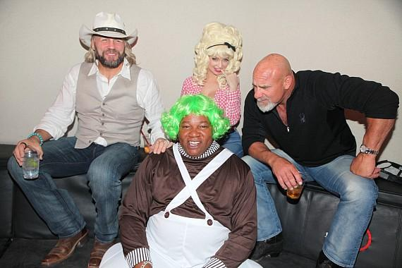 WWE and WCW superstar Bill Goldberg (R) with Randy Couture (L) girlfriend/actress Mindy Robinson (Back row) and D Executive Casino Host Darren Banks