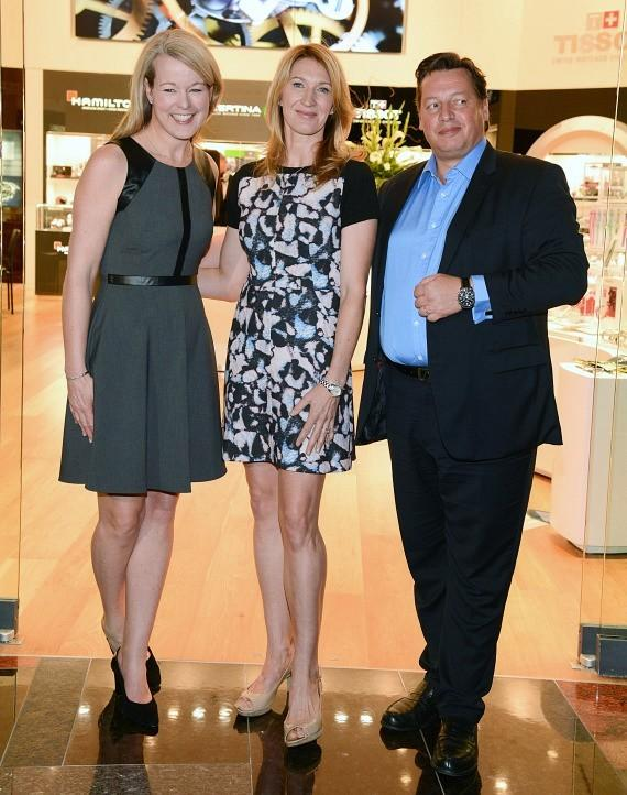 Stefanie Graf was joined in the ribbon-cutting ceremony by Jennifer Judkins, U.S. Brand Manager for Longines and Gael Vallade, Head of Multibrand Retail for the Swatch Group