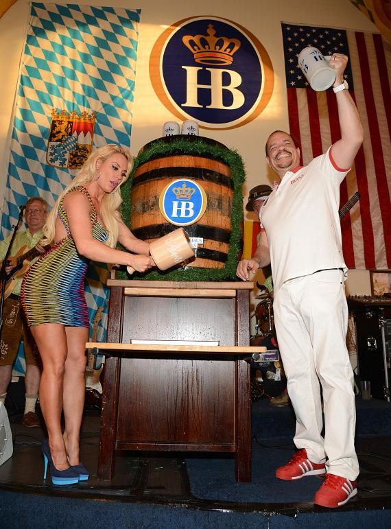 Coco and Ice T at Hofbräuhaus Las Vegas
