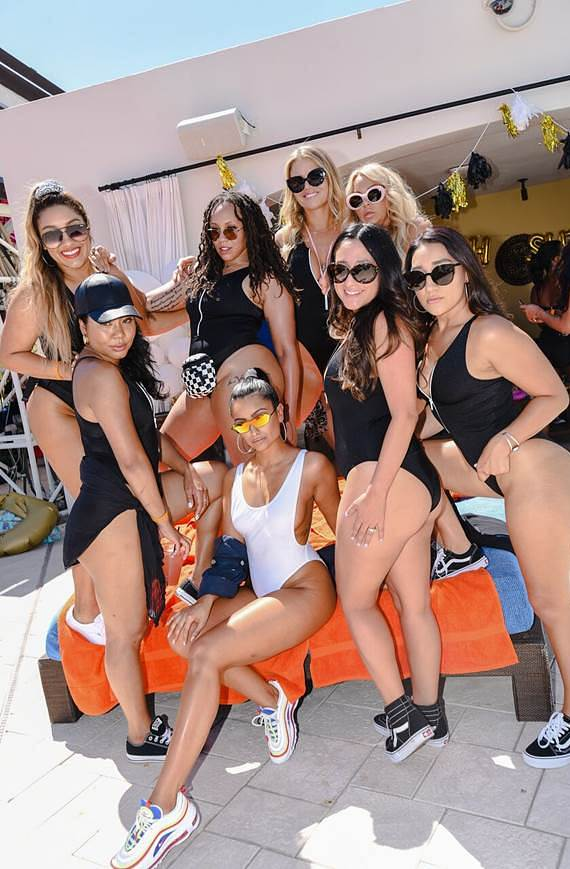Naz & her girl squad at DAYLIGHT Beach Club