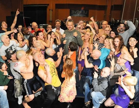 Chuck Liddell with his children and cast of Le Reve Show at Wynn Las Vegas