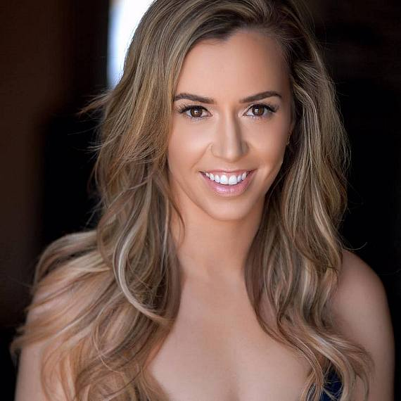 FANTASY Dancer and Model Mariah Rivera