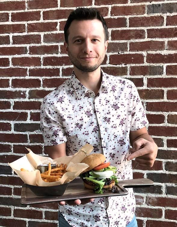 Magician Mat Franco Dines on Burger for Charity at Smoked Burgers & BBQ