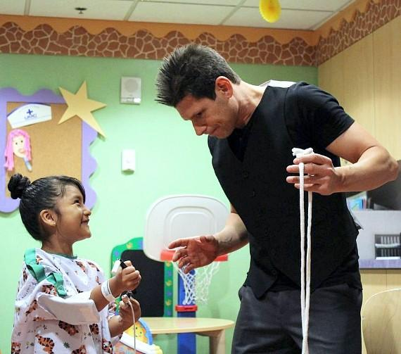 Mike Hammer performs a trick a patient at UMC Children's Hospital in Las Vegas