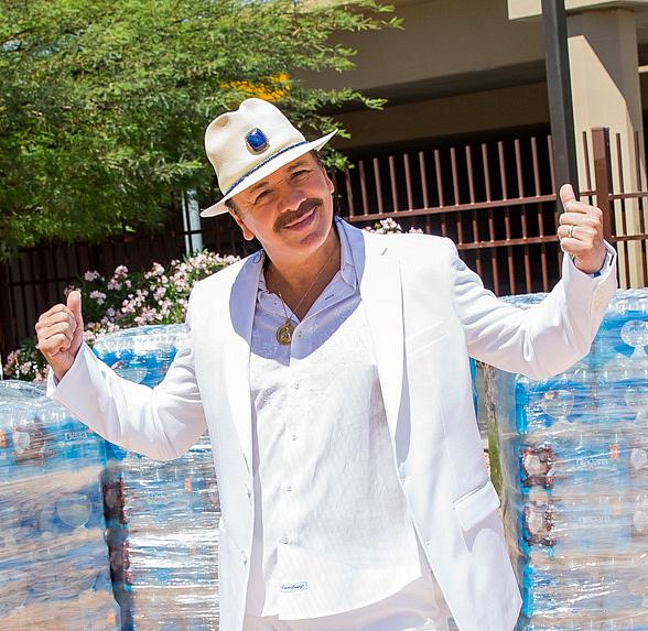 Carlos Santana visits the Las Vegas Rescue Mission