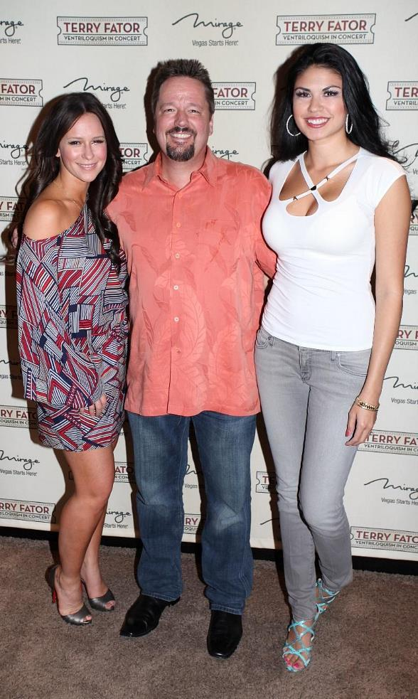 Jennifer Love Hewitt, Terry Fator and his on stage assistant and wife Taylor Makakoa