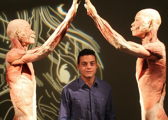 Twilight Star Rami Malek Visits BODIES…The Exhibition and Titanic: The Artifact Exhibition