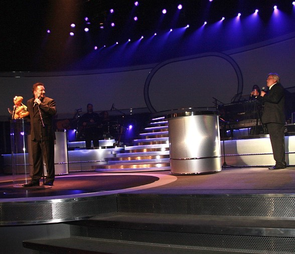 Comedian Ron White Visits Terry Fator During His Show