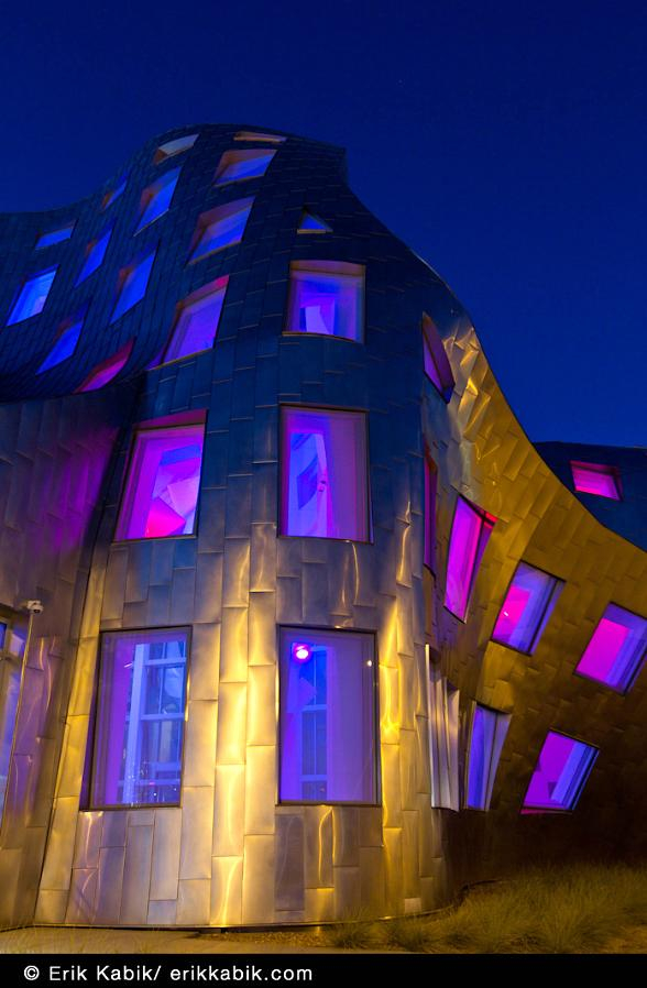 Cleveland Clinic Lou Ruvo Center for Brain Health Commemorates September 11 with Red, White & Blue Light Display