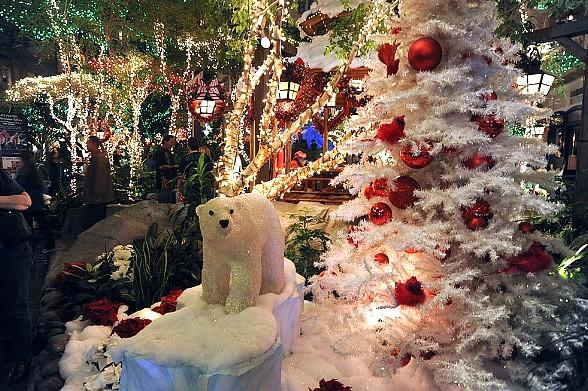 Sam's Town Hotel and Gambling Hall Celebrates Annual Holiday Tree Lighting at Mystic Falls Park