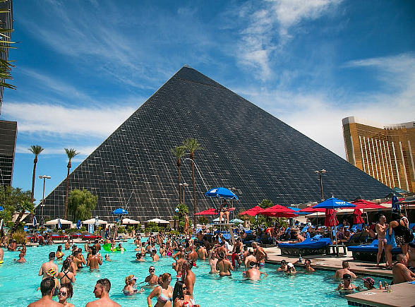 "Weekends at Luxor Heat up with Return of ""Temptation Sundays"" - Popular LGBTQ Pool Party May 13"